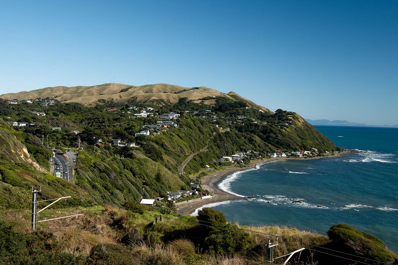 A bay on the coastline of Wellington with the ocean to the left. This particular bay is visible from the Paekakariki Escarpment track.